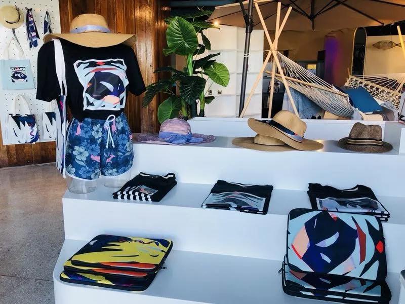 围绕海洋时尚原创设计,海洋时尚家居,海洋文旅文创及海洋休闲运动进行