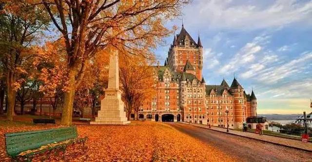 山脉恢弘壮丽,鬼斧神工 加拿大拥有最美的秋景 优雅古风的魁北克城 有